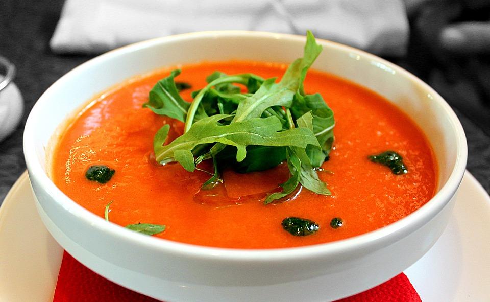 Empezar las comidas con una crema o una sopa